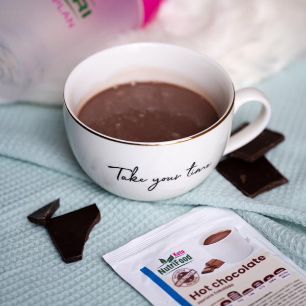 Horúca čokoláda. Teplý nápoj. Čokoláda. NutriFood Keto diéta. Vysokobielkovinové jedlo.