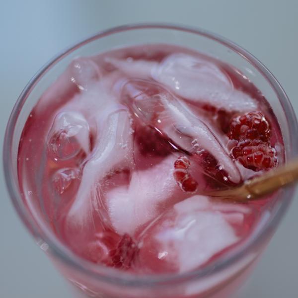 Ovocný nápoj s príchuťou lesných plodov
